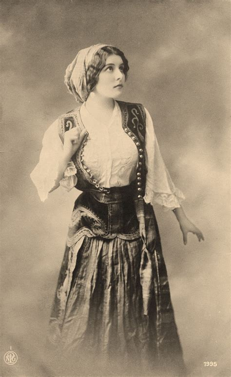 romani gypsie hairstyles old photo pretty young gypsy woman costume gypsy