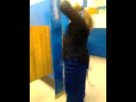 girl twerking in bathroom girl twerking in school bathroom youtube