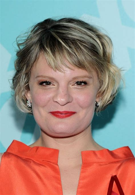short piecey hairstyles for women over 40 martha plimpton short wavy hairstyle for women over 40