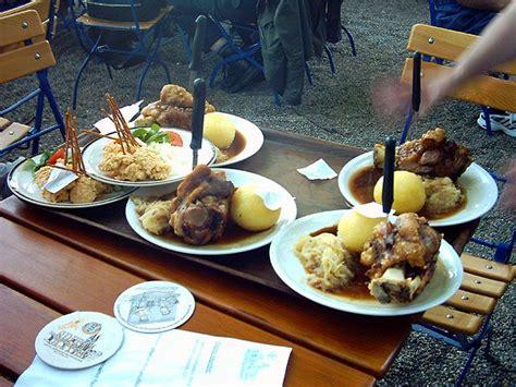 bayrischer kuchen traditioneller biergarten
