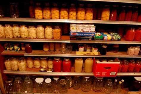 Prepper Pantry by Homesteaders Vs Preppers What S The Difference