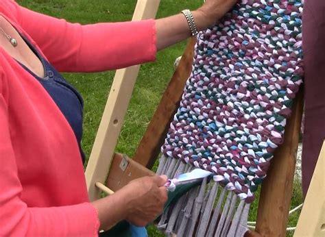 how to make a diy rag rug using old bedding free tutorial videos how to make rag rugs
