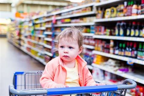 toddler refused  wave goodbye  grocery store employee