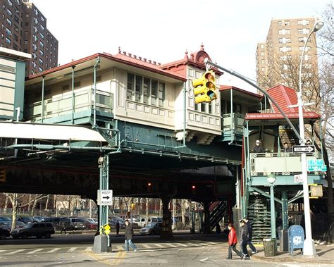 jackson avenue subway station mott haven bronx  york