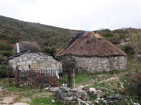 stone houses file stone house spain03 jpg wikimedia commons
