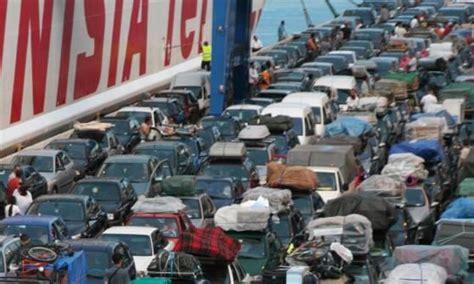 porto di napoli imbarco per palermo genova traghetti e crociere le rotte a rischio nel porto