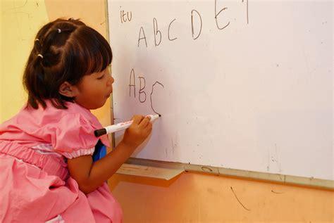 Belajar Menulis Membaca Berhitung Untuk Tk Paud Usia 4 calistung pada anak usia dini bincang edukasi