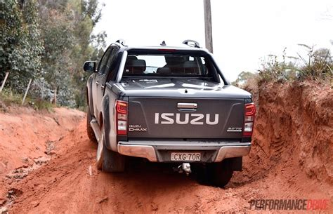 isuzu dmax 2015 2015 holden colorado vs isuzu d max 4x4 ute comparison