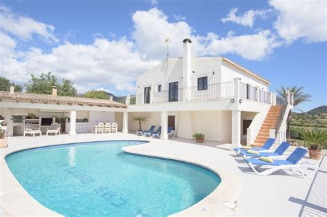 4 bedroom villas in spain farm house to rent in felanitx majorca with private pool