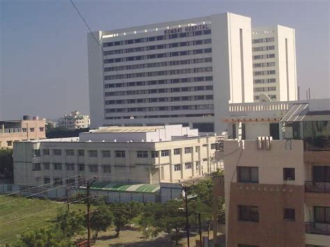 Panoramio - Photo of Bombay Hospital; The second highest ...