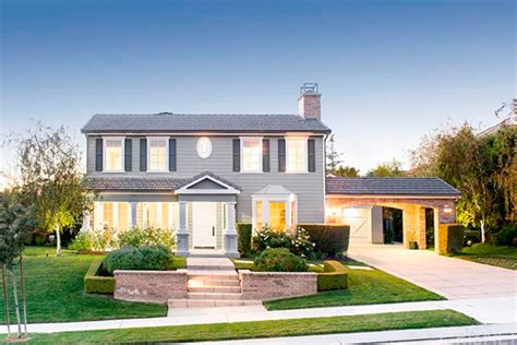 Colonial Home Design by La Nouvelle Maison De Kris Jenner 224 Calabasas Vanity Fair