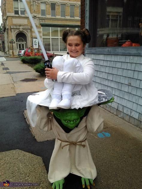 yoda carrying princess leia costume