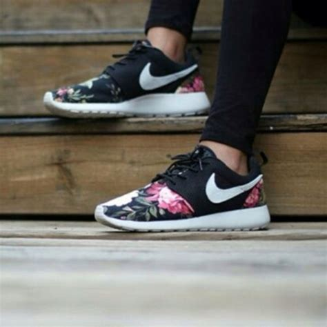black and white pattern nikes shoes nike roshe run floral nike nikes sneakers