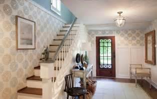 Candice Olson Bathroom Design escaleras con papel pintado con mucha personalidad