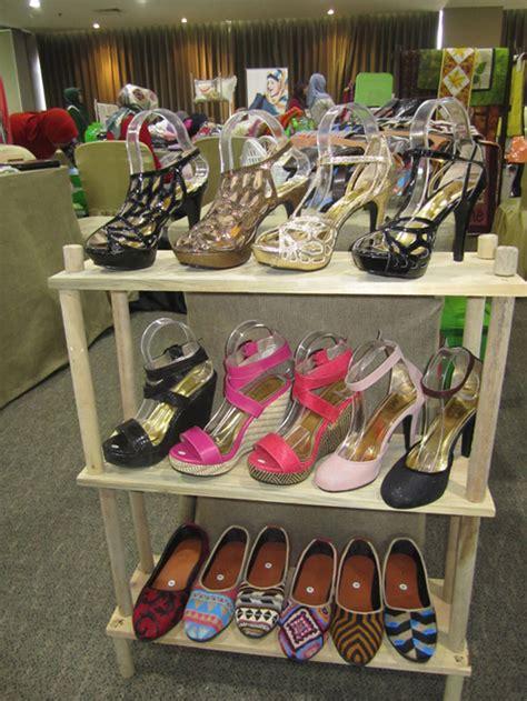 Sepatu Rene Caovilla Nik Flat bazaar sepatu lukis wanita fashion style modis ladies lady trend trendy wedges stiletto selop