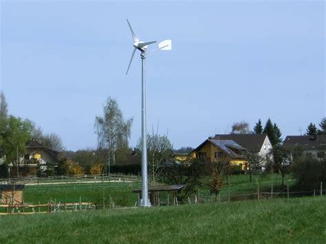 haus windrad mit windrad im garten strom erzeugen windenergie f 252 r das