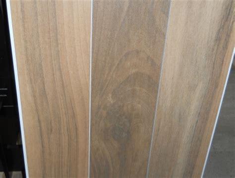 pavimenti gres porcellanato senza fughe pavimenti gres senza fughe piastrelle effetto legno senza
