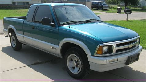 s10 bed size 1994 chevrolet s10 ls extended cab pickup truck item a4295
