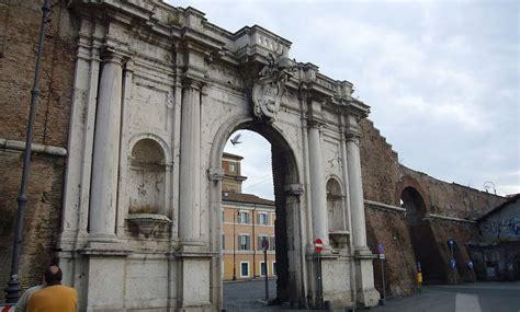 piazza porta portese porta portese marknaden som har allt res till rom