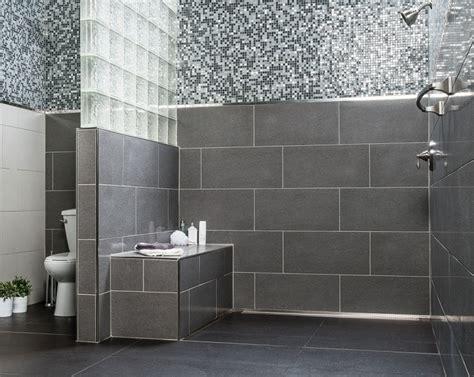 klo mit dusche und fön ebenerdige dusche in 55 attraktiven modernen badezimmern
