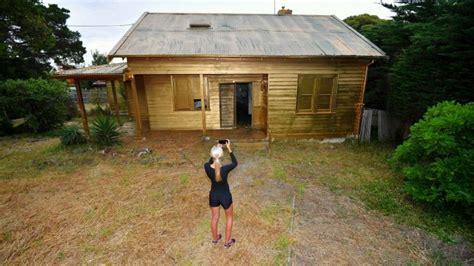 spray painter greensborough artist transforms derelict house in melbourne into
