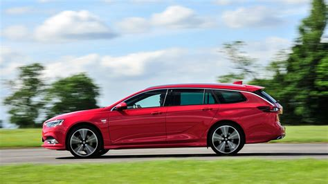 opel insignia sports tourer vauxhall insignia sports tourer 2017 review by car magazine
