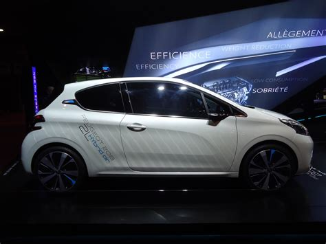 Peugeot Hybrid Air by Peugeot 208 Hybrid Air 2l Concept Peugeot Meeting