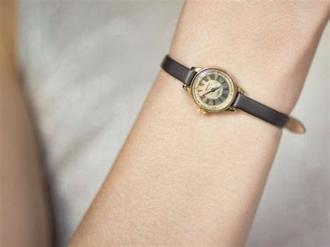 tiny s wrist seagull gold plated
