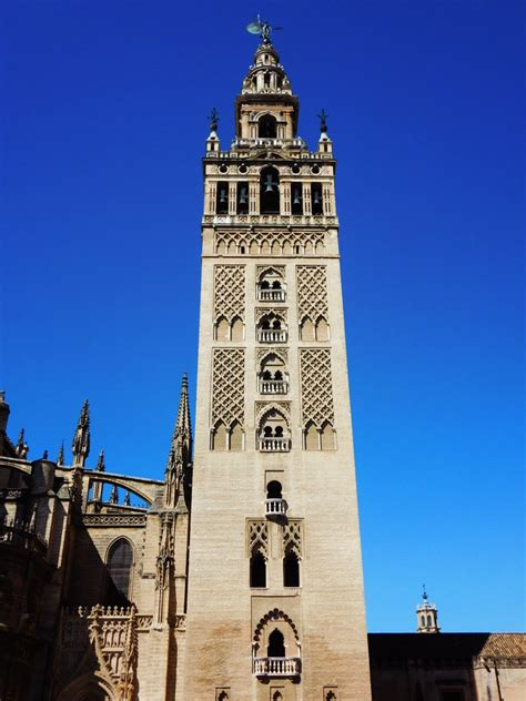 New Counters by La Giralda Mus Magazine Urban Seville