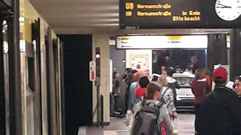 Berlin Auto Rast In U Bahn by Auto Rast In Berliner U Bahn Station Vier Schwerverletzte
