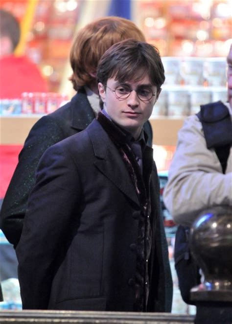 daniel radcliffe harry potter deathly hallows celebs on the set of harry potter and the deathly hallows
