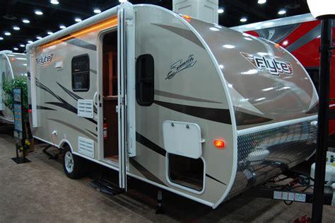 shasta rv floor plans shasta flyte debuts smaller floor plan the small trailer