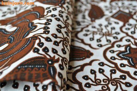 kain batik cap dengan warna dominan putih coklat tua