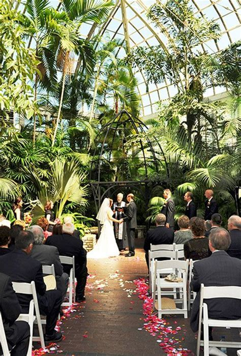 Best Wedding Venue in Ohio: The Franklin Park Conservatory