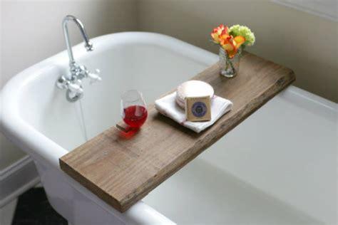 Over On Ehow Diy Reclaimed Wood Bath Caddy 17 Apart