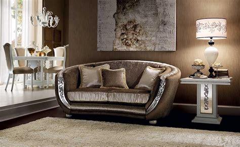 stoffe divani interesting mir divano divano arricchito da stoffe