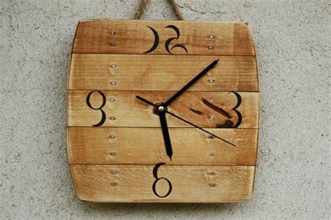 membuat jam dinding kayu 6 inspirasi unik dekorasi rumah dari kayu dan ranting