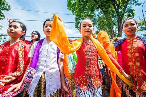 pakaian adat sunda namanya baju adat tradisional