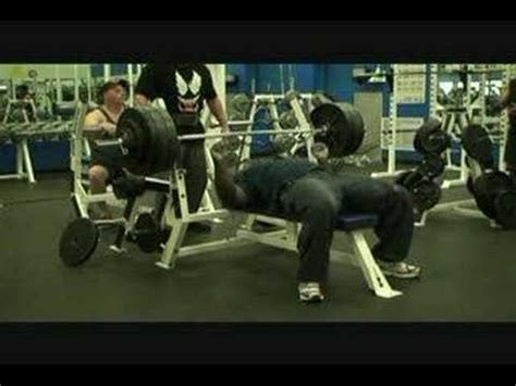 superman bench press 600x2 raw bench press arthur quot superman quot jones youtube