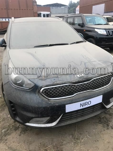 Kia Motors Showroom In India Kia Niro Sportage Suv Spotted In India Motoroids