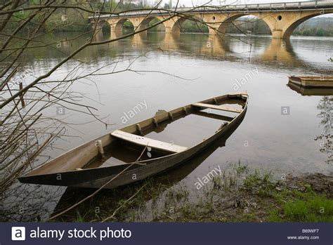 sunken boat sunken boat river boats france sunk sink sinks