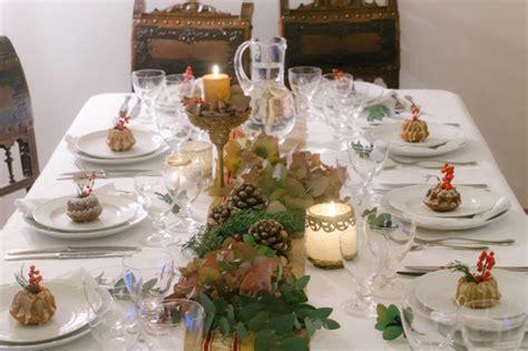 tavola di capodanno tavola di capodanno a lume di candela e profumo di spezie