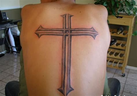 simple back tattoos 31 awesome cross tattoos for back
