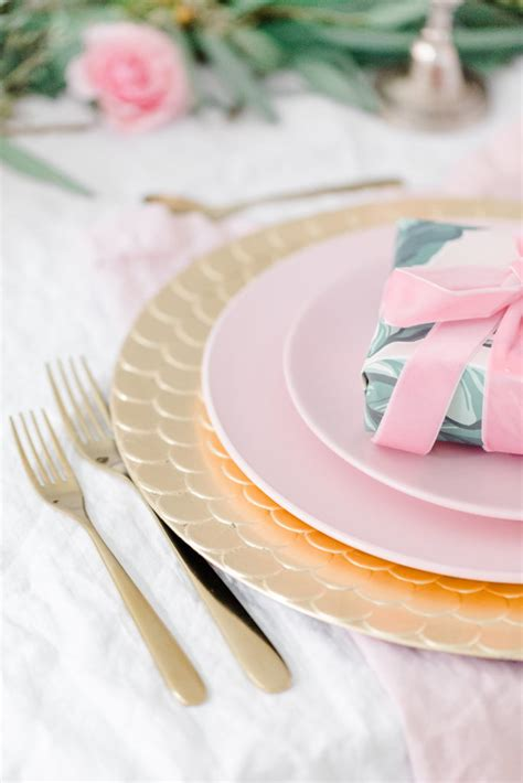 HOLIDAY DECOR: A PINK AND FEMININE DINNER PARTY ? It's a