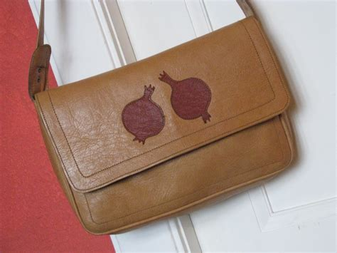 Messenger Bag Pomegranate anar pomegranate messenger bag gundara