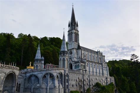 hotels near lourdes church france