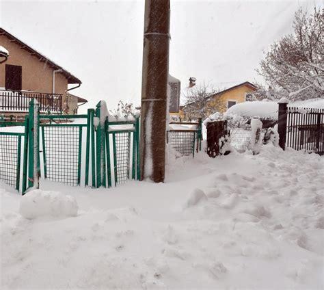 paura di uscire di casa cotosto quot bloccati dalla neve impossibile uscire di