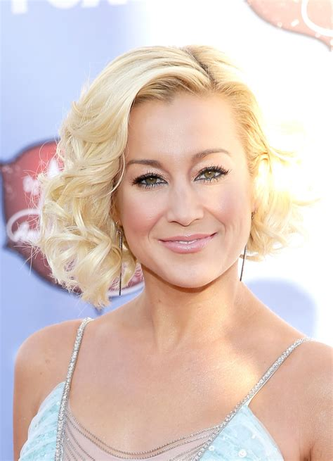 country singer cut hair short kellie pickler stylenoted