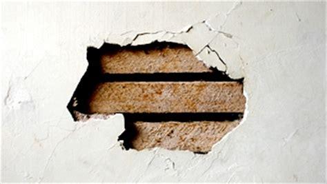 Reboucher Trou Mur Platre 5038 by R 233 Parations De Trous De Diff 233 Rentes Dimensions Dans Un Mur