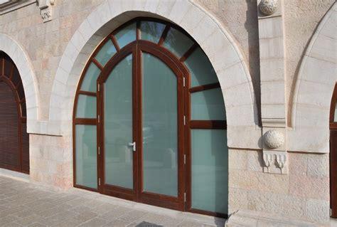 portoni d ingresso in legno porta d ingresso in legno massello su misura portoni primo